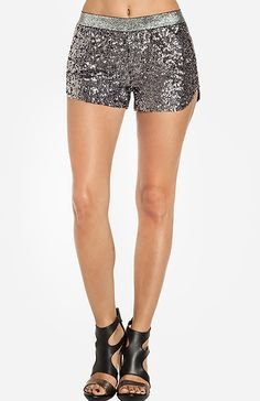 Raga sequin shorts silver-this is some dieting motivation! Maybe someday! Anti Fashion, Diva Fashion, Grunge Fashion, Fashion Addict, Fashion Beauty, Womens Fashion, Glitter Fashion, Sequin Shorts, Daily Look