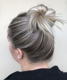 Hairline painting is now becoming on of my absolute favourite techniques to incorporate into my blonding services! I found myself struggling to foil those annoying baby hairs or spending so much time Hair Lights, Light Hair, Hair Inspo, Hair Inspiration, Blonde Foils, Going Blonde, Medium Layered Hair, Prom Makeup Looks, Hair Remedies