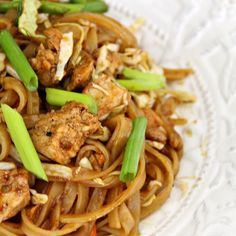 I have teased you long enough on my IG stories with this recipe. I have made it so many times and received so many messages asking for the recipe! Welp! I finally published it to my blog to share it with you!!! 😘 🍜🍜🍜 This recipe for chicken pad thai has some super cheap short cuts that will help you get this fresh tasting meal on your plate in less than 20 minutes and for less than $5! Click the link in my profile for the recipe! (Click 👉🏻 @penniesintopearls ) 🍜🍜🍜…