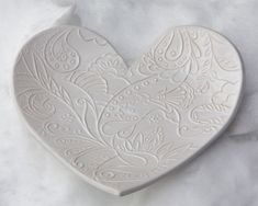 "Latest Screen Clay sculpture heart Ideas ""Heart-shaped floral-pattern decorated tray"" by Gabi Kiss. Clay sculpture, Subject: Flowers and Pottery Courses, Pottery Store, Pottery Tools, Small Sculptures, Art Courses, Wonderful Picture, Kintsugi, Lovers Art, Sculpture Art"