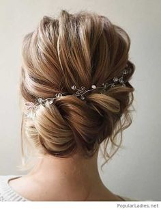 Unique wedding hairstyles with bangs probably the best, they are simple and sophisticated and look good on almost all types of hair. Bridal hairstyles with bangs look fabulous with curls, waves, ac… Wedding Hairstyles For Long Hair, Wedding Hair And Makeup, Up Hairstyles, Hair Wedding, Hairstyle Ideas, Bridal Hairstyles, Hairstyle Wedding, Amazing Hairstyles, Hairdos