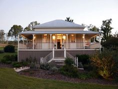 dont want the queenslander house design but we do like the big verandah area Style At Home, Country Style Homes, Queenslander House, Weatherboard House, Future House, My House, Cottage House, House Front, Brisbane