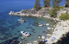 Wyjątkowo przejrzysta woda o turkusowym odcieniu i jasne skały, które spoczywają zarówno na dnie, jak i wybrzeżu, kojarzą się z rajskimi wyspami, takimi jak Seszele czy wyjątkowo piękną linią brzegową Adriatyku. Ten tropikalny krajobraz nie znajduje się jednak nad morzem czy oceanem - niesamowite zatoki znajdziemy nad jednym z najpiękniejszych jezior świata. Tahoe znajduje się wysoko w górach - na wysokości 1899 m n.p.m. w paśmie Sierra Nevada, które wchodzi w skład Kordylierów. Poznajcie…