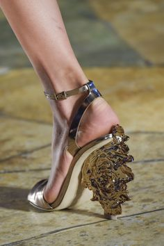 I don't even know what's going on here but I *love* it. Tory Burch.
