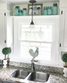 Best Farmhouse Kitchen Sink Design-Ideen und Dekor - Home Decor Kitchen Window Coverings, Kitchen Sink Window, Kitchen Sink Design, Farmhouse Sink Kitchen, Kitchen Redo, New Kitchen, Kitchen Windows, Kitchen Cabinets, Farmhouse Decor