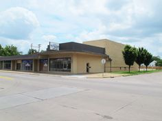 #Auction - August 14th @ 12:00 P.M. - 1407 E Harry St Wichita KS - NO MINIMUM, NO RESERVE!!! Approximately 16,400 SF all brick multipurpose building on over an acre, right on East Harry. Most recently used as a Table Tennis Center but would provide for a number of various types of uses. Large paved parking lot to the South of the building. Property has fencing, security lights and security system.