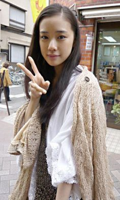 Sure the layering may not be so neat. but Aoi Yu embodies clean & mannered so there. Japanese Fashion, Japanese Girl, Yu Aoi, Mori Girl, Cute Woman, Fashion Outfits, Womens Fashion, Asian Girl, Beautiful People