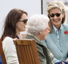 Queen Elizabeth II and Penny Brabourne Photos Photos - Lady Penny Brabourne and Queen Elizabeth II attend Windsor Horse Show on May 2011 in Windsor, England. Windsor Horse Show - Day 3 Admiral Of The Fleet, Windsor England, Hm The Queen, Britain Uk, House Of Windsor, Princess Margaret, Prince Philip, British Monarchy, Queen Victoria