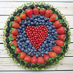 Always a good idea to ask to bring the fruit platter to the potluck (fruit recipes potluck) Fruit And Veg, Fruits And Veggies, Fun Fruit, Fruit Art, Fruits Basket, Fresh Fruit, Deco Fruit, Fruit Creations, Fruit Decorations