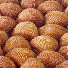 This sweet syrupy treat from Istanbul is traditionally eaten during Christmas. Greek Sweets, Greek Desserts, Greek Recipes, Christmas Sweets, Christmas Cooking, Christmas Recipes, Greek Cooking, Cooking Time, Greek Dishes