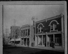 <p>Cette ex-brasserie (érigée en 1841) figurait parmi les plus anciennes constructions de Coaticook. Au début, l'édifice abritait une pharmacie,nommée « Medical Hall ». Elle a été démolie suite à un incendie survenu en 2013.</p>