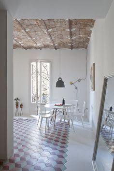 ATELIER RUE VERTE , le blog: Barcelone / Un appartement au sol graphique /