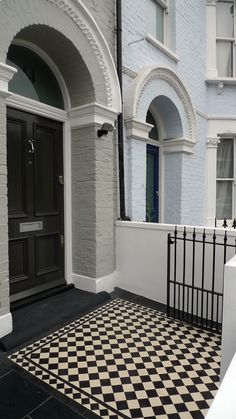 classic-black-and-white-victorian-mosaic-tile-path-with-salte-tile-main-garden-rendered-brick-walls-painted-white-handmade-metal-work-gate-and-restored-step.JPG 563×1,000 pixels