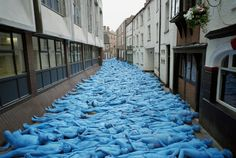Spencer Tunick's stunning Sea of Hull pictures are revealed here for the first time The stunning photographs were taken by world renowned artist Spencer Tunick during his memorable Sea of Hull.