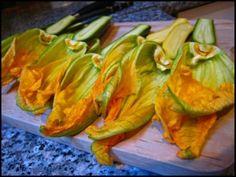 Κολοκυθοανθοί Γεμιστοί Fried Zucchini Flowers, Zucchini Fries, Summer Squash, Summer Recipes, Celery, Carrots, Vegetables, Food, Blossoms