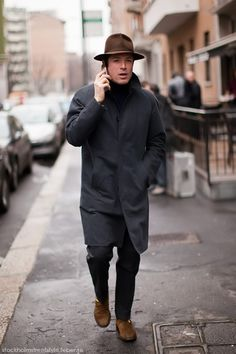 (Shot by Stockholm Street Style, via For the Discerning Few) Gentleman Mode, Gentleman Style, Look Street Style, Street Style Women, Mature Mens Fashion, Fedora Outfit, Stockholm Street Style, Raincoats For Women, Outfits With Hats