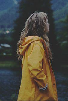 Warm Rain coat For Women - Yellow Rain coat Style - - Rain coat Outfit Ideas - - Yellow Rain coat Grunge Yellow Coat, Yellow Raincoat, Mellow Yellow, Yellow Rain Jacket, Big Yellow, Raincoat Outfit, Mens Raincoat, Style Me, Cool Style
