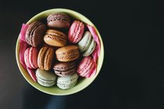 Free Top-view Photography Of Bowl Of Macaroons Photo - Soup For Health - Macarons Macaroons, Macarons Easy, Cakepops, Diet Cat Food, Dog Food, Allergies Alimentaires, Hills Science Diet, Sweet Home, Naked Cake