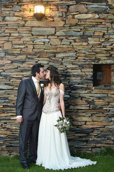 Una fotografía de Lara y su marido, en el día de su boda, con un Corset de www.elsecretodecarol.com. ¡Felicidades! y !Gracias por compartirla! ¡En El Secreto de Carol, tú eres la protagonista! ¿Tienes un corset de El Secreto de Carol? ¡Anímate a hacerte una foto con él y envíanosla a info@elsecretodecarol.com! #corsets #corsés #corpiños #madrid #tienda #online #corsetto #corpetto #corsetsmadrid #elsecretodecarol