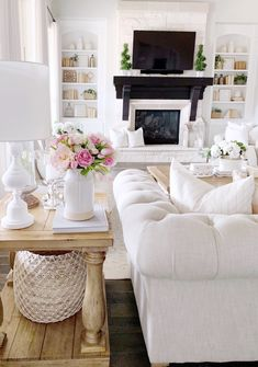 Living Space Spring Refresh - My Texas Property Finest Image For warm dwelling decor dream bedrooms Living Room Modern, My Living Room, Living Room Interior, Home And Living, Living Room Decor, Barn Living, Small Living, Classic Home Decor, Home Decor Inspiration