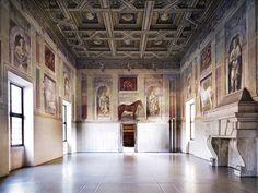 Nella mostra la fotografa tedesca Höfer in dialogo con gli spazi di Palazzo Te.