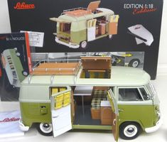 Volkswagen, Vw T1, Paper Doll House, Paper Dolls, Model Trains, Toy Trains, Crafts To Make, Crafts For Kids, Safari Windows