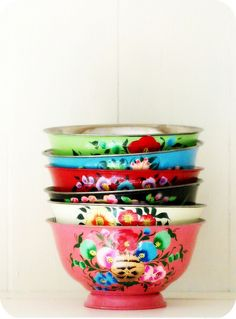 Colorful mixing bowls.