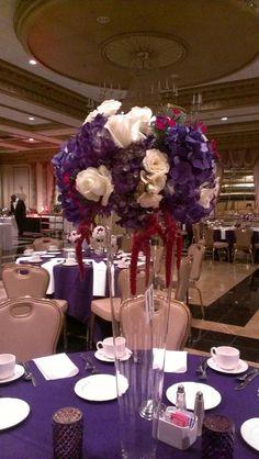 Goregous Purple and white table design