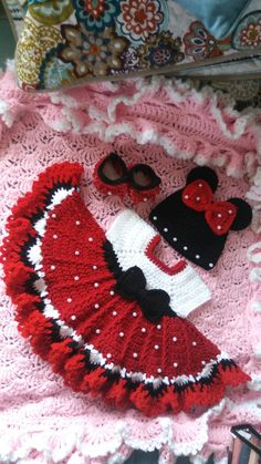 Crochet minnie mouse baby set with pearls. Crochet minnie mouse baby set with pearls. Crochet Baby Toys, Baby Girl Crochet, Crochet Baby Clothes, Crochet For Kids, Baby Knitting, Crochet Hair, Newborn Crochet, Minnie Mouse, Baby Mouse