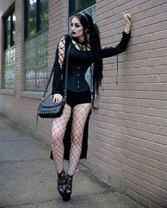Top Gothic Fashion Tips To Keep You In Style. As trends change, and you age, be willing to alter your style so that you can always look your best. Consistently using good gothic fashion sense can help Gothic Girls, Hot Goth Girls, Gothic Art, Goth Beauty, Dark Beauty, Dark Fashion, Gothic Fashion, Chica Punk, Gothic Models