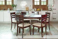 Retro y moderno en un mismo espacio. Tu mesa y tus sillas pueden hacer que los dos estilos convivan perfectamente. ¡Animate a ponerlos en juego! #Sillas #Mesa #Diseño #Comedor #Ideas #Vintage #Moderno
