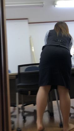 Candid Girls, Sexy Hips, Woman Back, Sexy Older Women, Girl Fashion, Womens Fashion, Office Ladies, Asian Beauty, Asian Girl