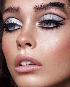eyeliner graphic make up ~ eyeliner graphic . eyeliner graphic make up . eyeliner graphic look . Vintage Makeup Looks, Retro Makeup, Edgy Makeup, Eye Makeup Art, Makeup Inspo, Eyeshadow Makeup, Makeup Inspiration, 60s Makeup And Hair, 70s Makeup Look