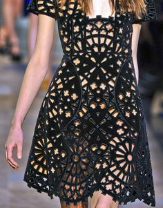 With this carven dress Fashion Details, Timeless Fashion, Diy Fashion, Fashion Outfits, Fashion Trends, Lace Art, Up Costumes, Chic Chic, Textiles