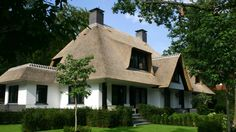 Luxe rietgedekte villa bouwen Build Your Dream Home, My Dream Home, Villa Design, House Design, Building Design, Building A House, Dutch House, Thatched House, Barn Renovation