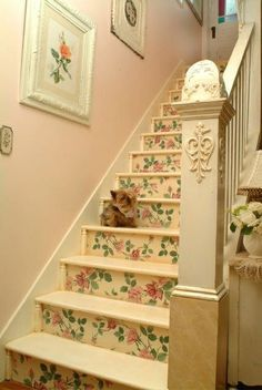 if I had a cottage with a second story, I would wallpaper the risers too...oh so pretty