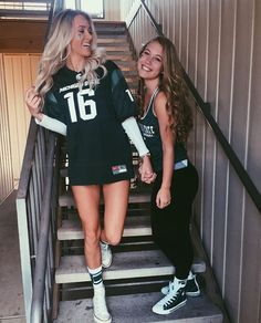 Easy Halloween Costume Ideas For College Students Hot College Halloween Costumes For Girls Costume Halloween, Halloween Costumes For Girls, Girl Costumes, Sports Day Costume Ideas, Costume D'halloween Fille, Tailgate Outfit, Football Outfits, Best Friend Goals, Bff Goals