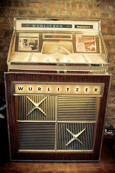 Vintage Box, Vintage Music, Vintage Decor, Vintage Designs, Vintage Shops, Jukebox, Antique Record Player, Bar, Music Machine
