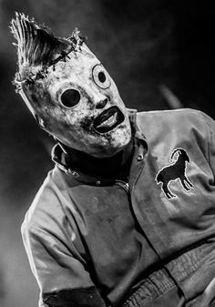 Ah yes Corey Taylor looking his finest