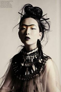 Geisha influence is obvious but if we make it abstract/rough/dark. Goa Style, Ethno Style, Tribal Fashion, Fashion Art, Trendy Fashion, Moda Tribal, Fashion Editorial Makeup, Portrait Photography, Fashion Photography