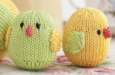 These are supposed to be Easter chicks, but I could see making a clutch of these and knitting a nest for them to sit in as a decoration. Very cute.