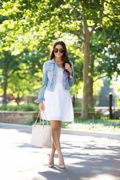 Tips para usar una chamarra de mezclilla con un outfit formal