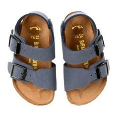Birkenstock Toddler/Little Kid Roma Sandal Outfits Niños, Baby Boy Outfits, Kids Outfits, Toddler Outfits, Baby Girl Fashion, Toddler Fashion, Kids Fashion, Baby Girl Shoes, Girls Shoes