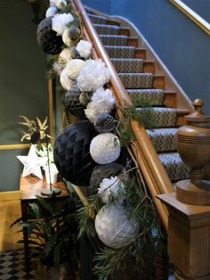 Paper Pom Pom Christmas Staircase - Home Page Christmas Hallway, Christmas Stairs Decorations, Blue Christmas Decor, Christmas Interiors, Noel Christmas, Simple Christmas, Christmas Wreaths, Christmas Crafts, Holiday Decor