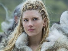 Vikings Goddess Katheryn Winnick Says 'Strong Is Sexy': How She Stays Fighting Fit http://www.people.com/article/vikings-season-four-premiere-katheryn-winnick-strong-sexy