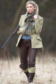 Cute blonde girl hunting in her tweed. so hot English Country Fashion, British Country Style, Mode Country, Country Wear, English Style, Country Outfits, Country Chic, Country Girls, British Countryside