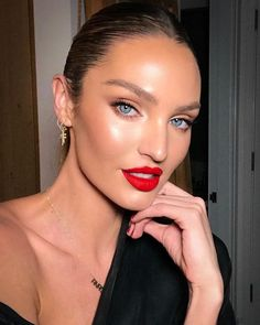Candice Swanepoel highlighter and glossy red lipstick gorgeous makeup look style, braids, hair Glam Makeup, Red Lip Makeup, Bridal Makeup, Wedding Makeup, Hair Makeup, Red Makeup Looks, Bronzer Makeup, Witch Makeup, Clown Makeup