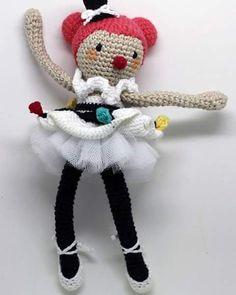 Chegou a Tina, a nova amiga da turma da @capitaganchocroche! Estamos apaixonados por ela ----- Encomendas:  capitaganchocroche@hotmail.com ✈ Enviamos para todo o Brasil ----- #croche #crochetaddict #moderncrochet #artesanato #semprecirculo #brinquedos #beach #praia #feitoamao #verano #ganchillo #crochet #craftastherapy #heklanje #crochetdoll #munheca #handmade  #design #yarnaddict  #pink