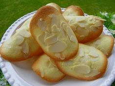 Ingrédients : pour environ 20 tuiles : 35 g de beurre 2 blancs d'oeufs 100 g de sucre 50 g de farine 80 g d'amandes effilées 1 pincée de sel Préparation : préchauffer le four à 180° mettre dans le bol, le beurre et régler 2 minutes à 70° vitesse 2 à l'arrêt...