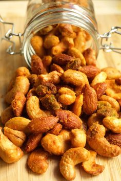 Buffalo Spiced Nuts These spicy buffalo flavored mixed nuts make an excellent game day snack! - Buffalo Spiced Nuts Recipe - Easy recipe that makes a great game day snack! Paleo Nuts, Spicy Nuts, Nut Recipes, Snack Recipes, Cooking Recipes, Smoker Recipes, Milk Recipes, Cooking Tips, Roasted Nuts